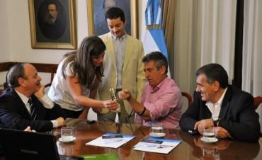 Urribarri recibió a los entrerrianos creadores de la primera prótesis bioléctrica de Latinoamérica