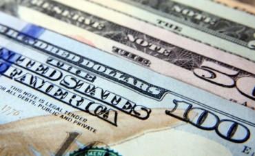 Cómo prevé conseguir dólares el gobierno para unificar el tipo de cambio