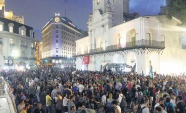 Una convocatoria de urgencia a la Plaza de Mayo luego de las detenciones  Movilizados por el estado de derecho