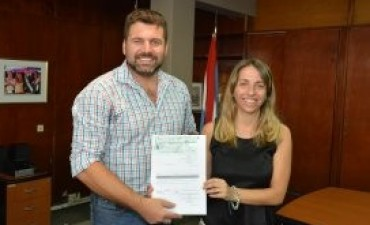 La provincia entregó un aporte por 90 mil pesos al municipio de Federal