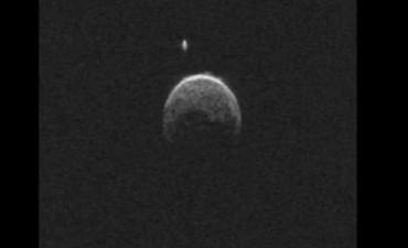 El asteroide que rozó la Tierra tenía su propia luna