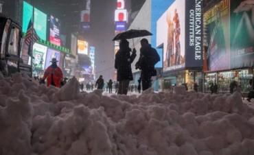 Tormenta de nieve perdonó a Nueva York pero sigue al noreste de Estados Unidos