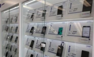 Sin precios subsidiados por las telefónicas, crece la venta de celulares liberados