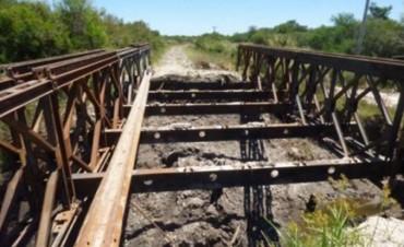 El puente Paso Birrinchin se encuentra cortado al transito por rotura del mismo.