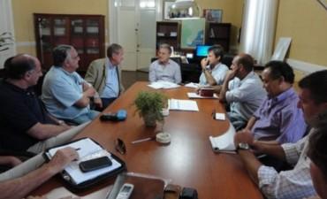 El gobierno se reunió con entidades agropecuarias por los caminos rurales
