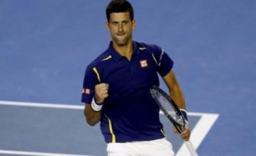 Abierto de Australia: Novak Djokovic castigó a Roger Federer en el duelo estelar y es el primer finalista