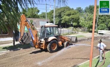 EL MUNICIPIO REPARA LA CARPETA ASFÁLTICA EN BULEVAR URQUIZA