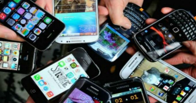 Suben planes prepagos de compañías de celulares