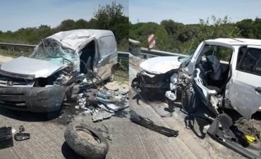 Brutal choque frontal en la 127 con dos heridos graves