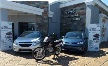 EXPOSICIÓN DE LOS AUTOS 0KM Y LA MOTO DEL BONO CONTRIBUCIÓN