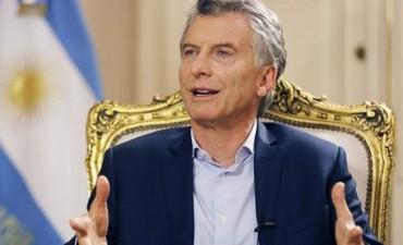 Macri firmó un megadecreto para simplificar trámites y bajar costos de producción