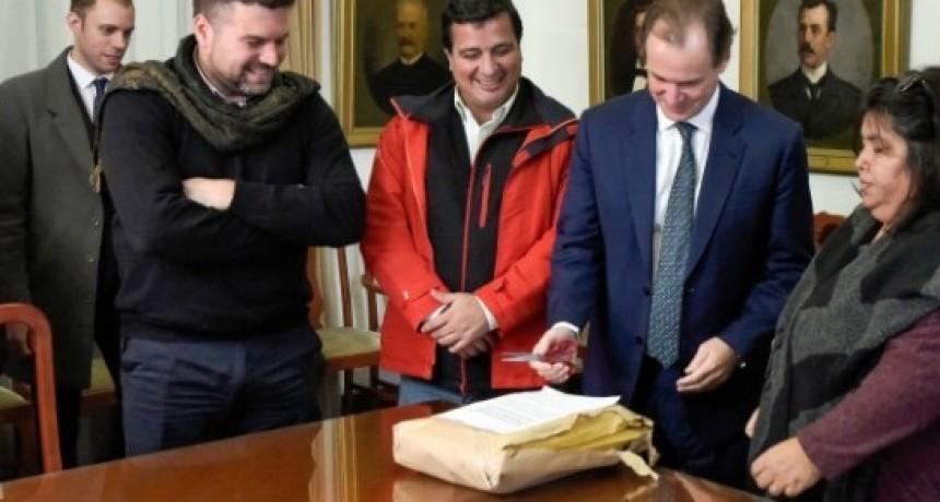 SAUCE DE LUNA Y CONSCRIPTO BERNARDI: Se entregarán 72 escrituras del IAPV