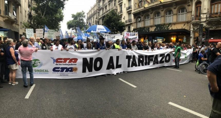 Masiva concurrencia en la primera marcha de antorchas contra los tarifazos