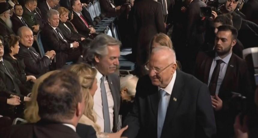 Alberto Fernández rinde tributo en Jerusalén a las víctimas del Holocausto y hará un primer contacto con Vladimir Putin