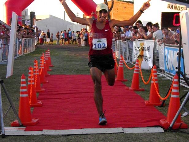 Bajó el record: el concordiente Martín Mendez fue el ganador de la 30º prueba Atlética