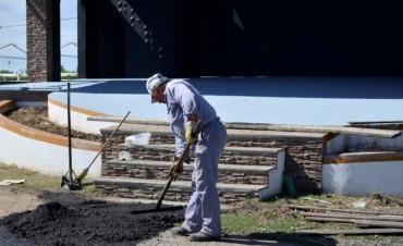 El Municipio prepara distintos sectores del anfiteatro y se intensifican las tareas de higiene urbana