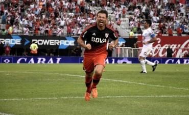 Contundente goleada de River en su debut por el torneo local