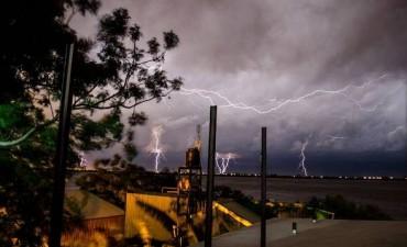 Se renovó el alerta por tormentas fuertes para el centro y norte de Entre Ríos
