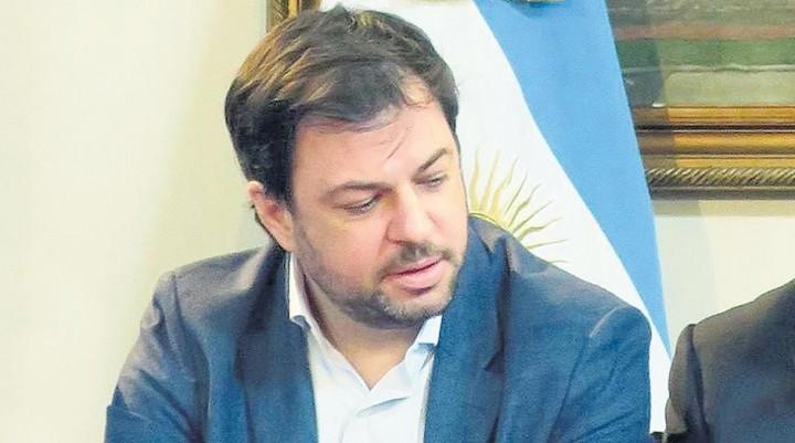 Renunció Valentín Díaz Gilligan  Un escándalo que Macri no pudo ocultar