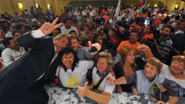 Urribarri lanzó campaña en Santa Fe con nuevo eslogan