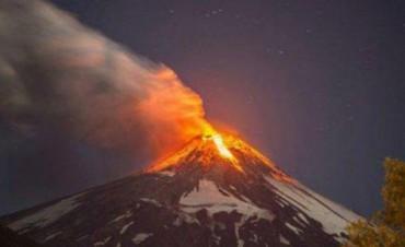 Entró en erupción un volcán en Chile y hay alerta roja en ese país