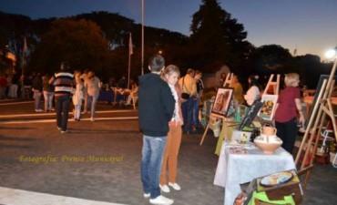 Numerosa concurrencia este domingo en la muestra de artesanos de Plaza Urquiza