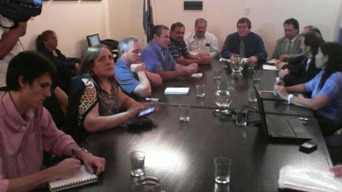 Avances en la paritaria con estatales: Garantizan $8.000 para el mes de julio