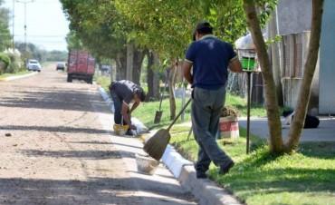 Se intensifican los trabajos de limpieza, corte de pasto y mantenimiento de calles