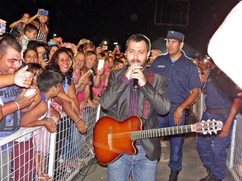 Lucas Sugo impactó a Federal con su mega concierto