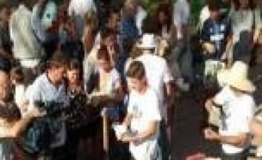 Productores regalaron 30.000 kilos de yerba en Plaza de Mayo