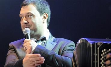 Federal se prepara el show internacional de Lucas Sugo