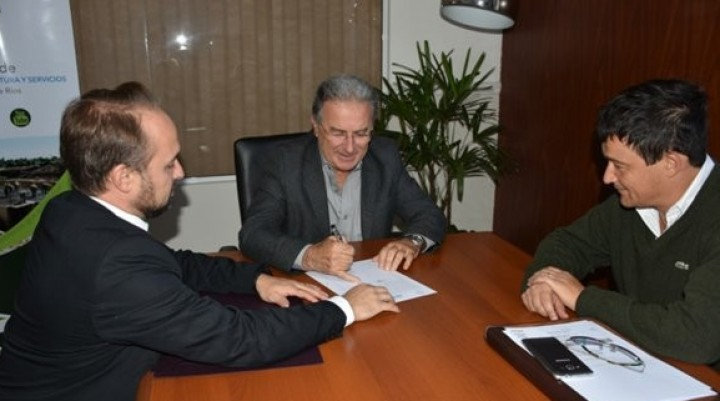 Se firmaron los contratos para dos nuevas obras en la provincia