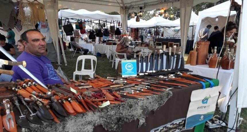 Artesanías entrerrianas se expusieron en la Fiesta de la Vendimia con apoyo del gobierno - ALGUNOS DE FEDERAL