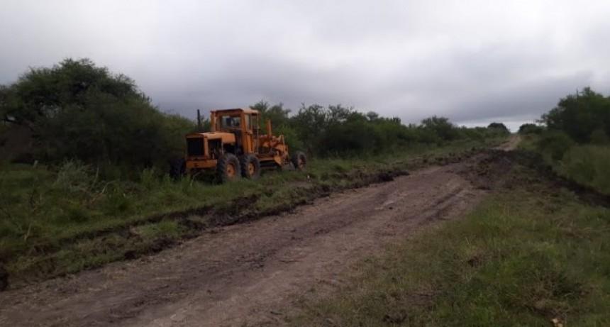 ARREGLO DE CAMINOS Y COLOCACIÓN DE TUBOS EN COLONIA FEDERAL