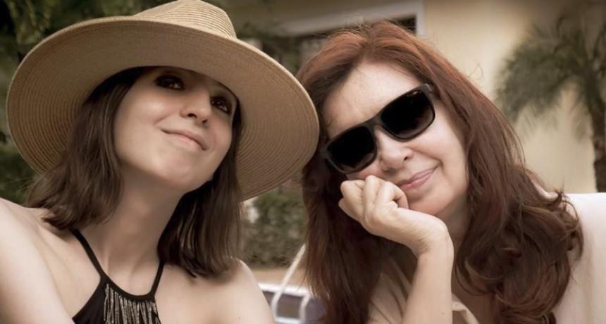 Cristina Kirchner y su hija Florencia regresan de Cuba