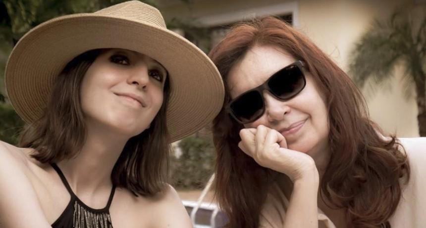Cristina Kirchner volvió a la Argentina con su hija Florencia
