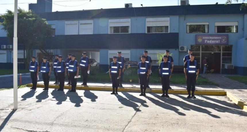 FLAMANTES AGENTES DE POLICIA EN LA JEFATURA DEPARTAMENTAL FEDERAL.