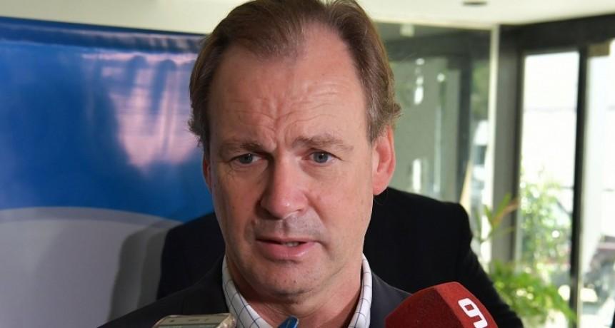 Bordet recortó al 50 por ciento el salario de los funcionarios políticos