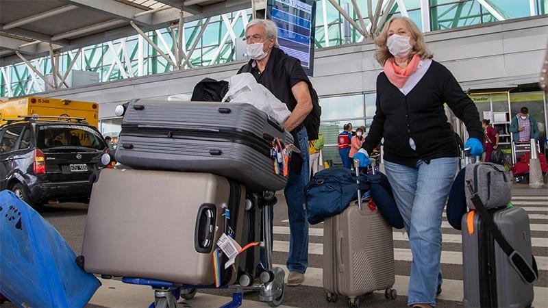 Argentinos que ingresen desde el exterior deberán pagarse el hisopado