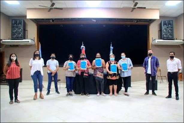 NACIÓN, PROVINCIA Y MUNICIPIOS: ENTREGARON 8 CREDITOS A EMPRENDEDORAS DE FEDERAL