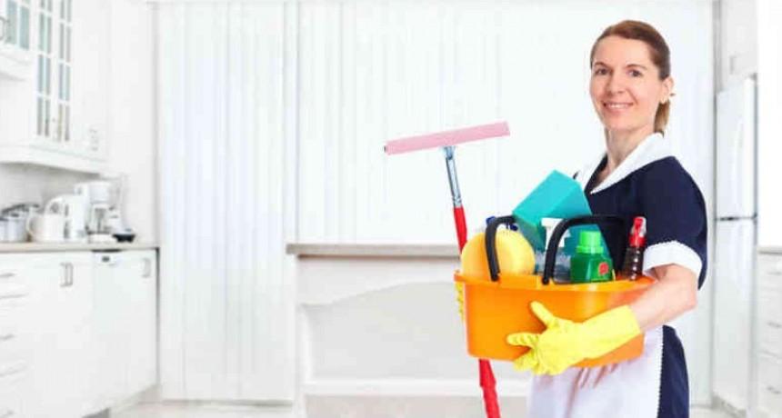 El personal de casas particulares percibe a partir de febrero de 2021 un incremento del 8% en sus salarios. Se trata del segundo tramo de aumento acordado en la paritaria del sector firmada en diciembre pasado.