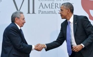 Raúl Castro y Barack Obama, juntos en una reunión histórica en la Cumbre de las Américas