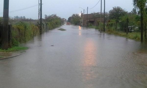 Familias evacuadas y el alerta por lluvia no cesa en Federal