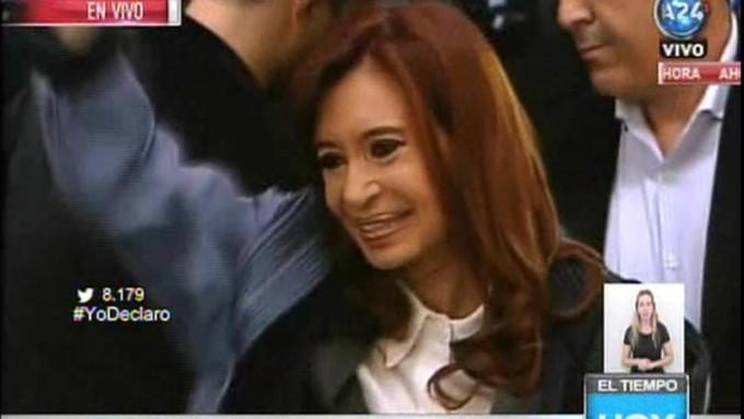 Cristina está en el despacho de Bonadio, para declarar y presentar un escrito