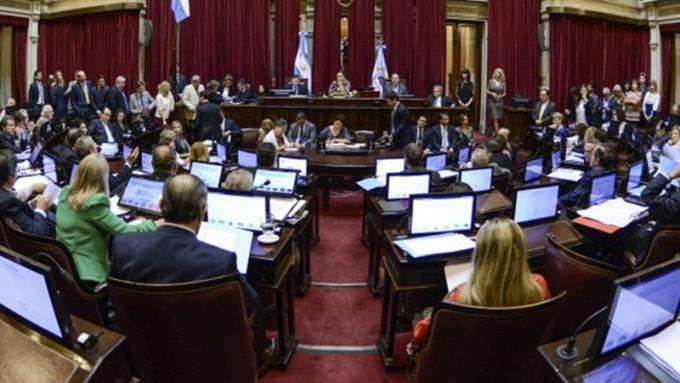 Senadores del FpV apuran sesión incómoda para Macri