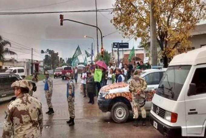 EN MEDIO DE UN FUERTE OPERATIVO POLICIAL: Macri ya está en Paraná