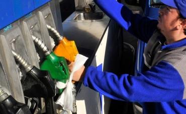 Hay diferencias de hasta 67% en los precios de las naftas según la provincia
