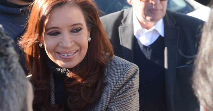 Autorizan a Cristina y a su hija a viajar a Europa