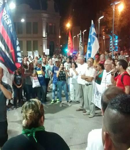 """Con un """"ruidazo"""", Paraná se manifestó contra los incrementos de las tarifas"""