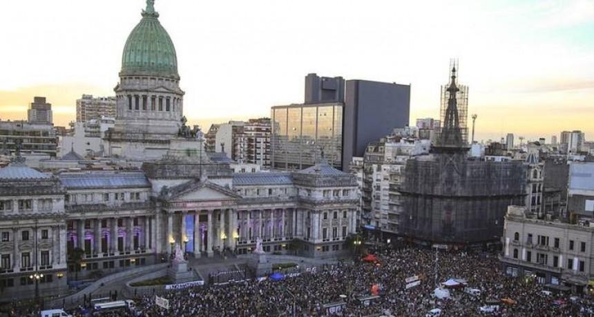 Multitudinaria movilización contra el ajuste de Macri